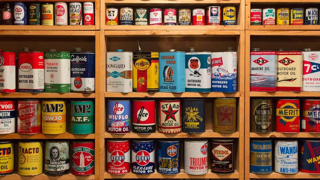 Vintage Oil Cans 1068